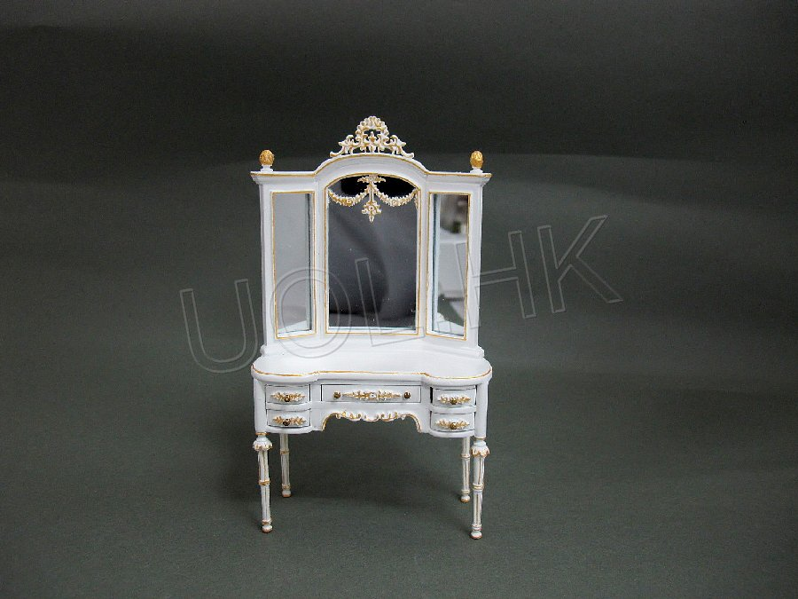 Dressing table finished in white with gold trim