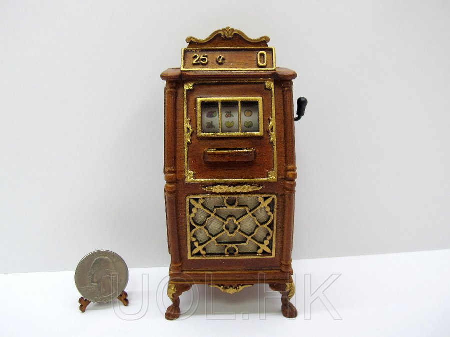 Miniature 1:12 Scale Slot Machine For Doll House