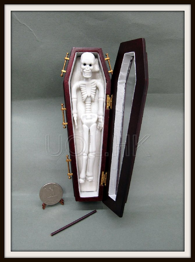 "1"" Scale Mahogany Glass Top Coffin"