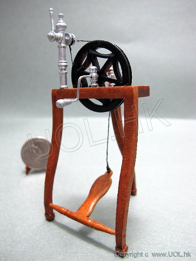"Miniature 1:12"" Scale doll house spinning wheel"