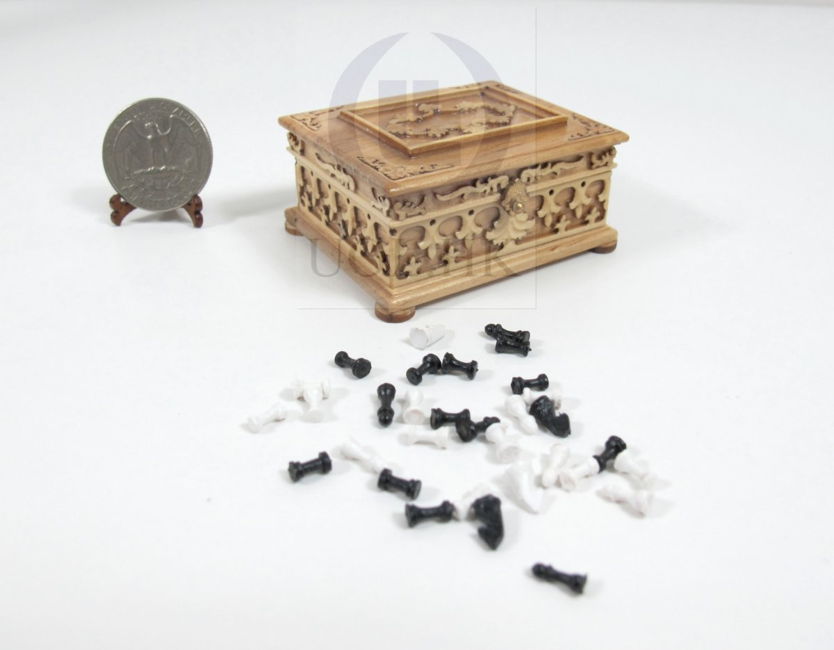 1:12 Scale Miniature Victorian Chess With Case For Doll House