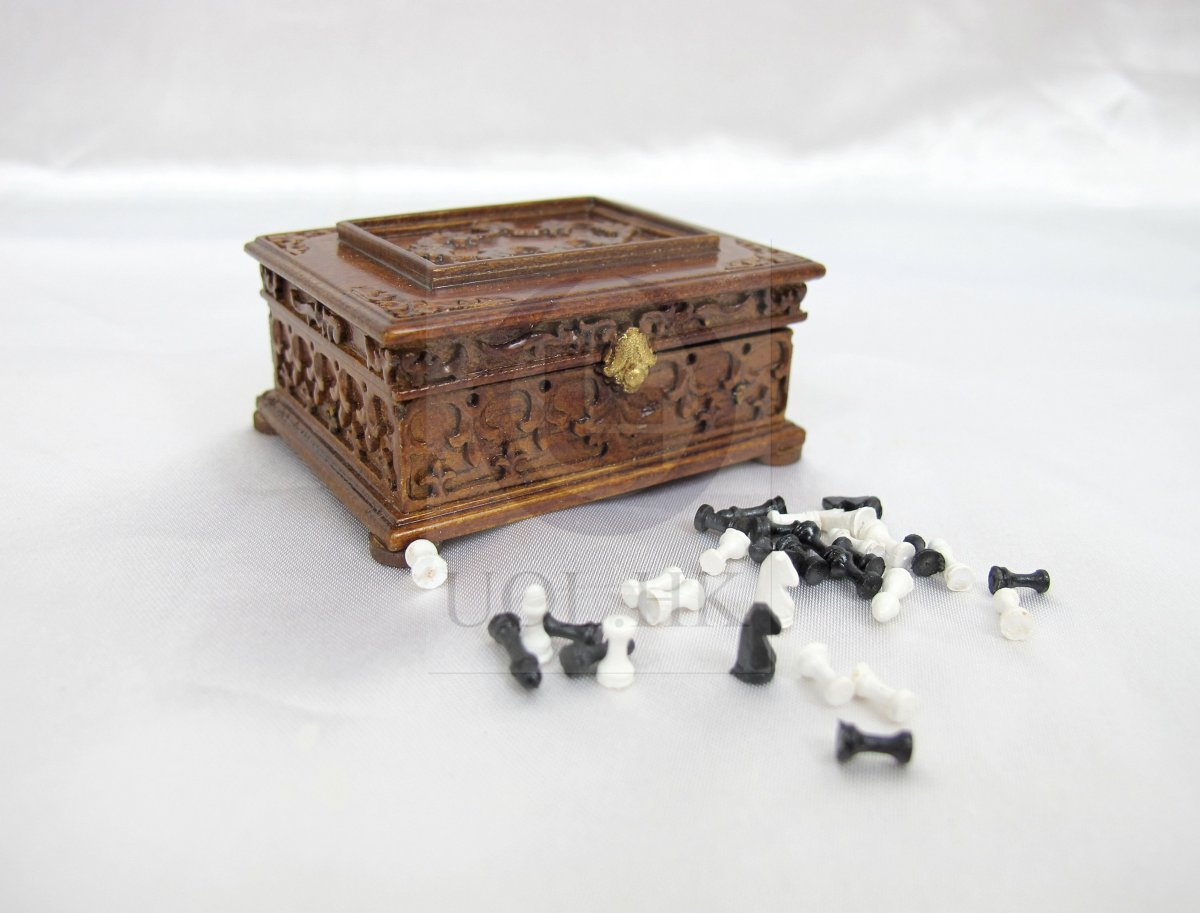 1:12 Scale Miniature Victorian Chess With Case For Doll House-WN