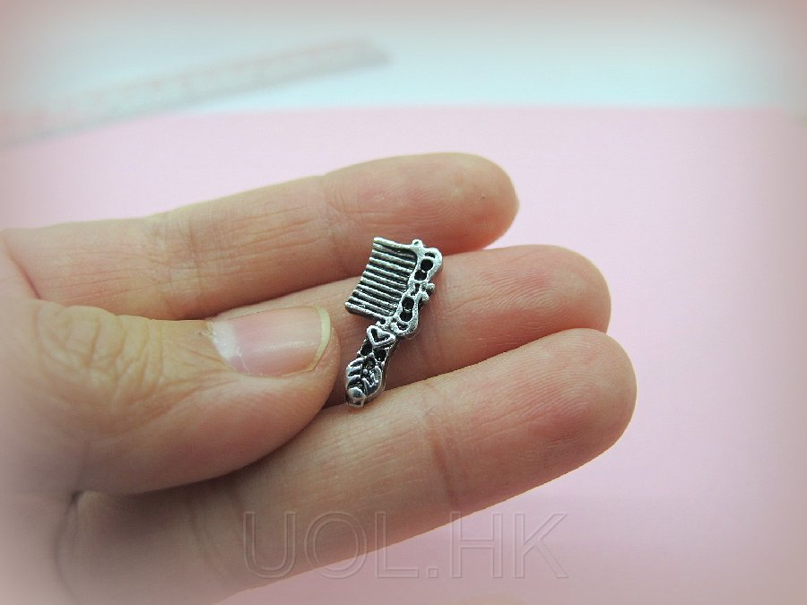 1:12 Scale Doll House Miniature Metal Comb